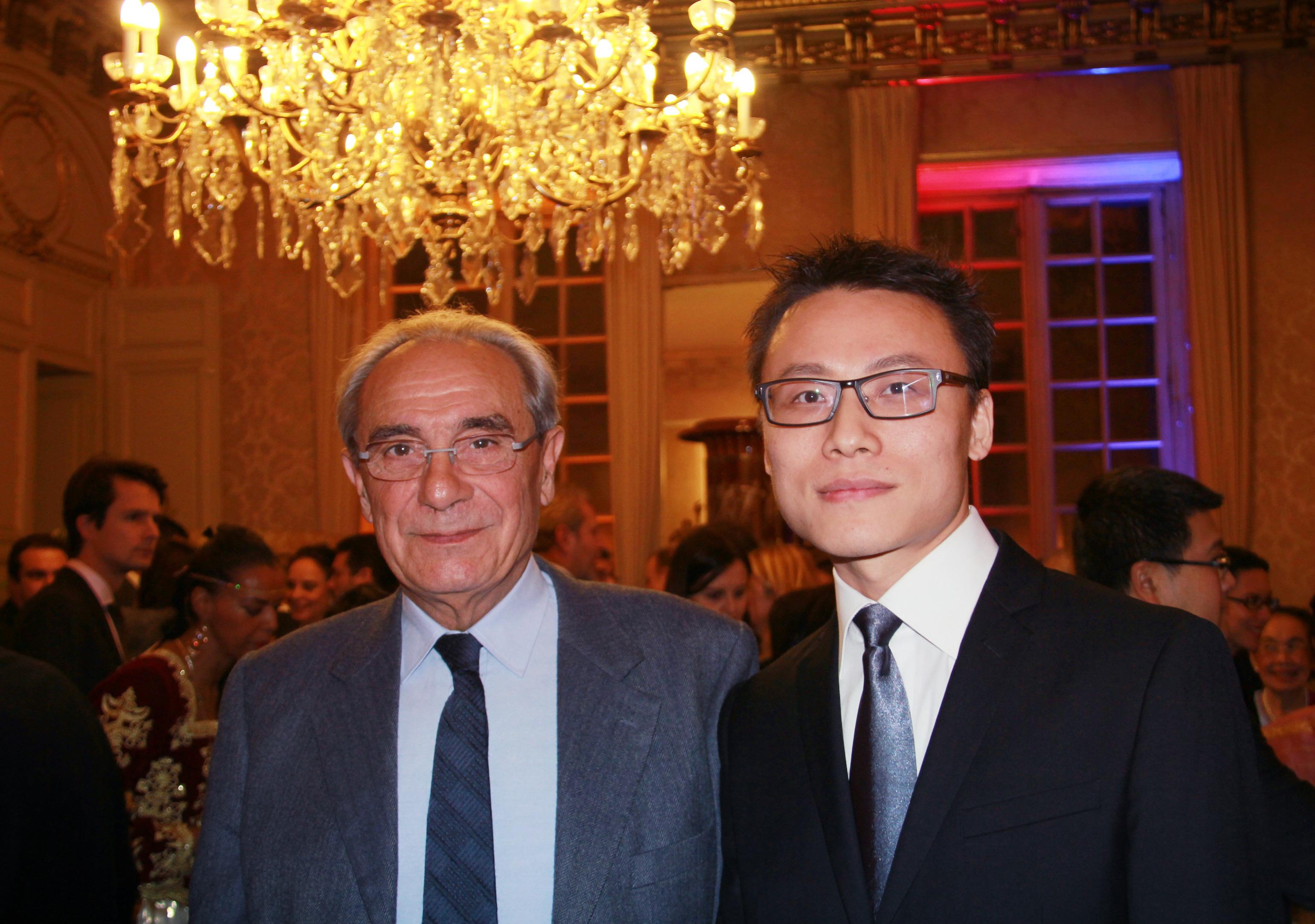 与法国前部长,现议员DEBRE